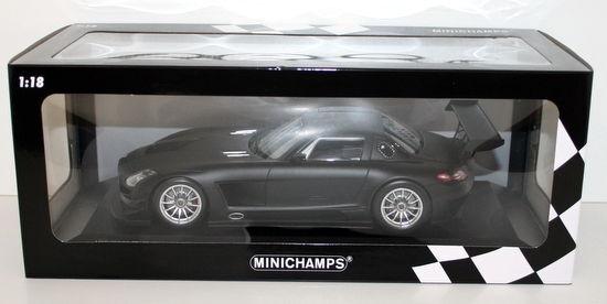 Minichamps 1 18 - 151 113101 MERCEDES BENZ SLS AMG GT3 STREET 2011-Nero