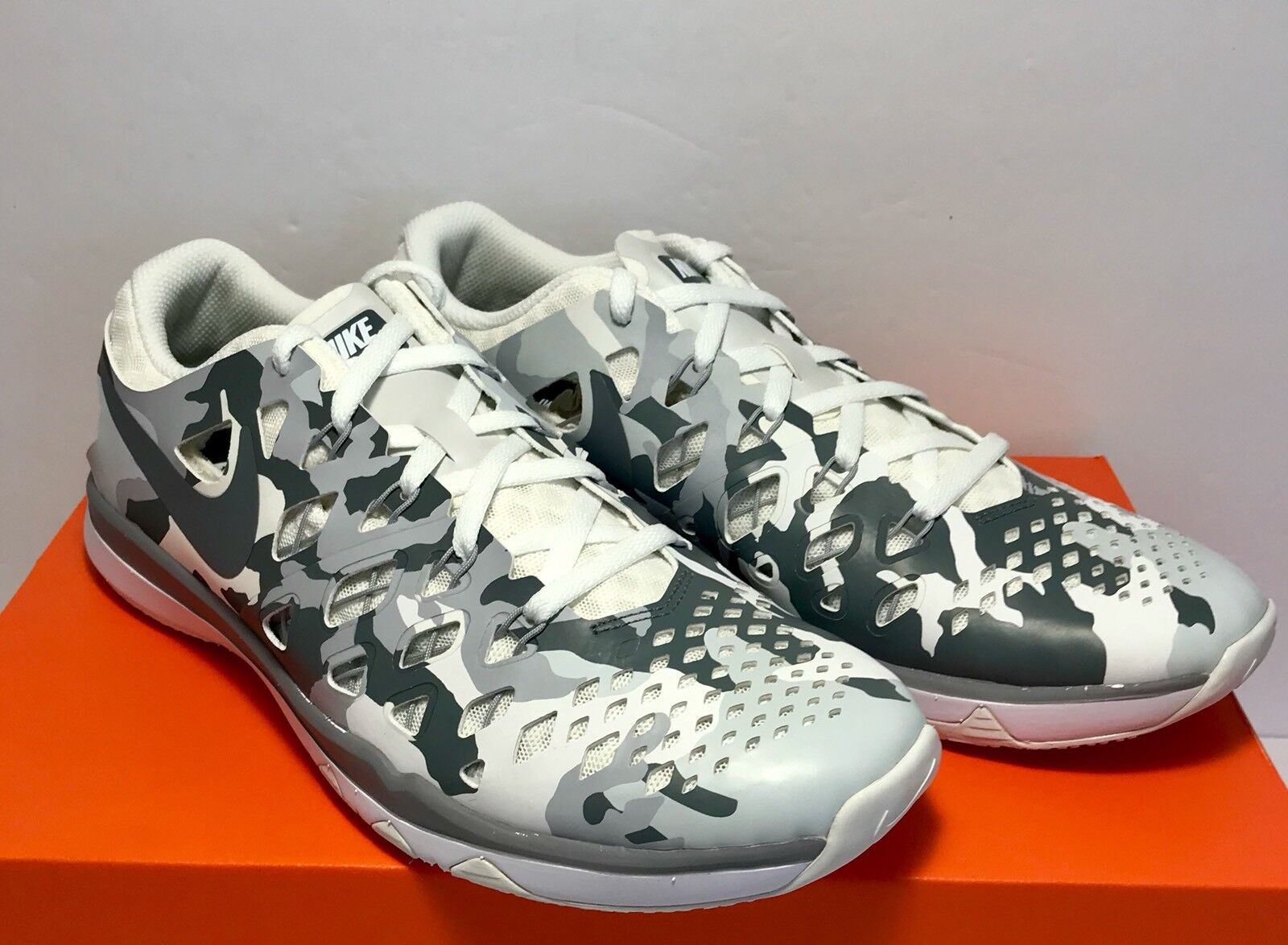 100 Nike Mens Size 8 Train Speed 4 Camo White Grey Athletic Running Shoes