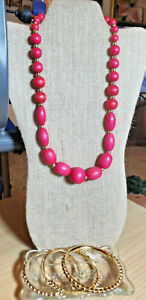 Vintage-Fuschia-Pink-Wood-Beaded-Necklace-and-3-Goldtone-Bangles-by-RJ-Graziano