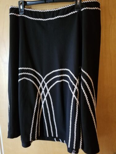 Sunny Leigh Womens Black Skirt With White Design Size 16W