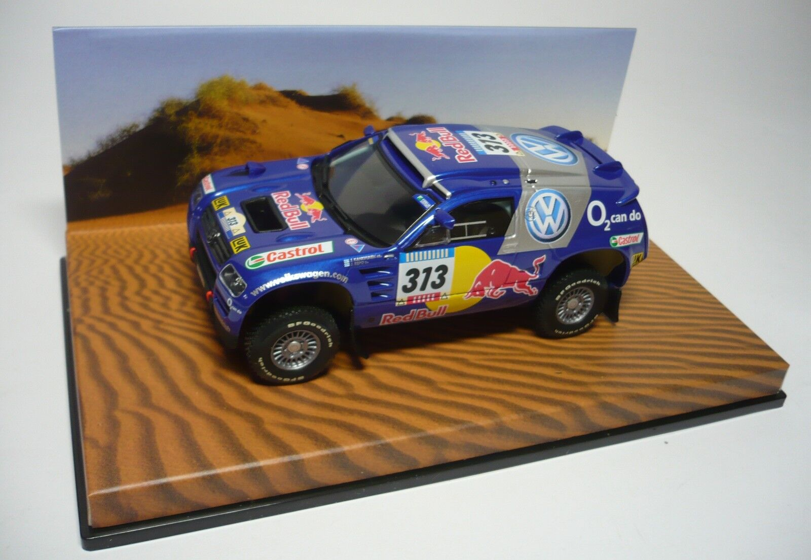 VW RACE TOUAREG  313 PARIS DAKAR 2005 1 43 MINICHAMPS