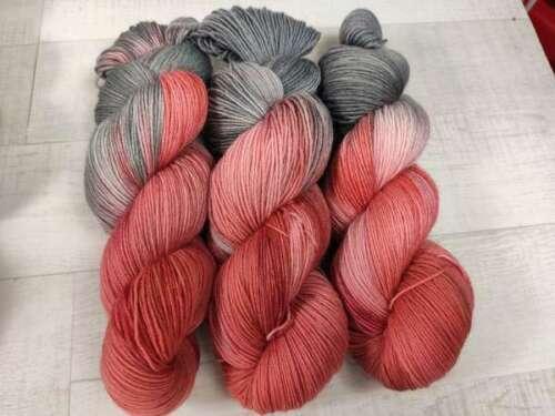 Handgefärbte Sockenwolle 4 fach 100 g GRAUE PAPRIKA  2936