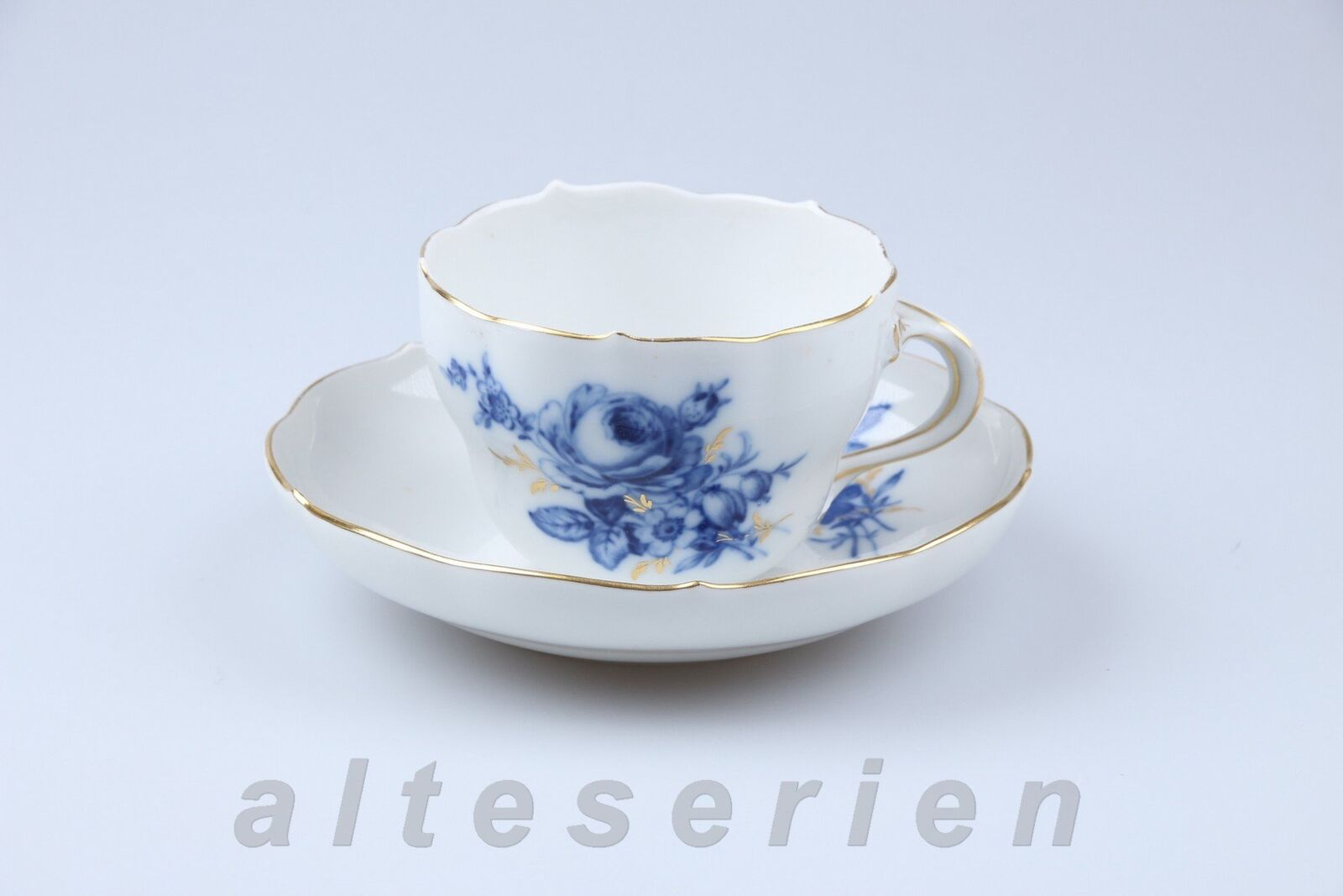 Tasse à café avec inférieure MEISSEN nouvelles décolleté I. choix bleue fleur or