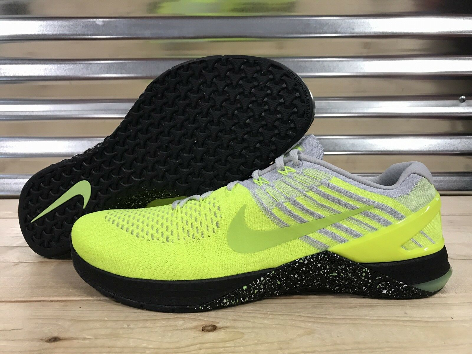 Nike Metcon Zapatos DSX Flyknit Entrenador Zapatos Metcon Volt Negro Blanco (852930-701) c144f9