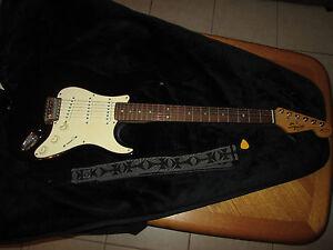 fender squier stratocater bullet series 6 string electric guitar w gig bag ebay. Black Bedroom Furniture Sets. Home Design Ideas