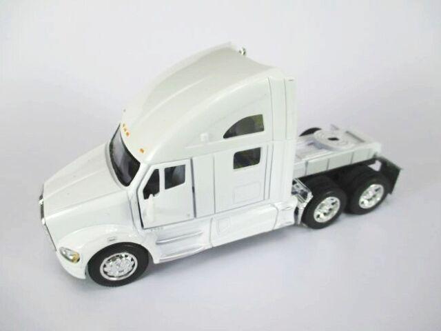 Kenworth T 700 Tractor Truck Model Car 1:68 Diecast Kinsmart, New, White