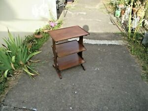 Petit meuble d'appoint style restauration. Réf 572