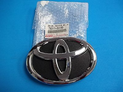 GENUINE TOYOTA CAMRY FRONT GRILLE EMBLEM 75311-AA020