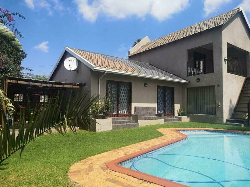 Large and modern 3 bedroom family home to rent in the always popular suburb of Weltevredenpark.