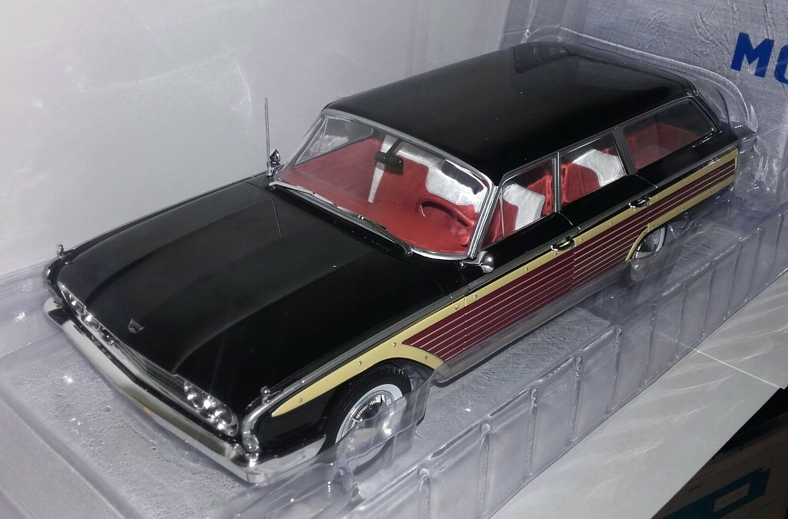 Model Car Group 1 18 Ford Country Squire nieuw in doos.