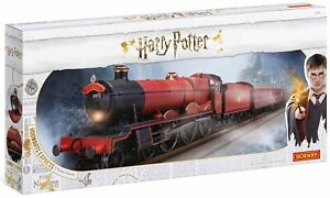 Hornby-R1234-Harry-Potter-Hogwarts-Express-Train-Set-Complete-Starter-Set