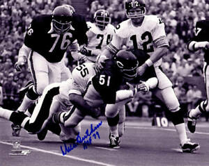 DICK-BUTKUS-Signed-Bears-Fumble-vs-Steelers-B-amp-W-8x10-Photo-w-HOF-79-SCHWARTZ