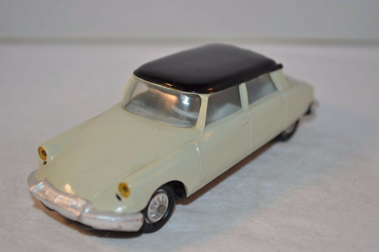 Norev 48 48 48 Citroen DS 19 SGDG plastique perfect mint all original condition SUPERB 3db3cc