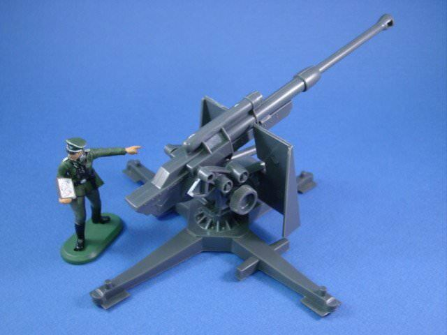 BRITAINS SUPER DEETAIL Toy Soldiers WWII German Officer w 88 Cannon FREE SHIP