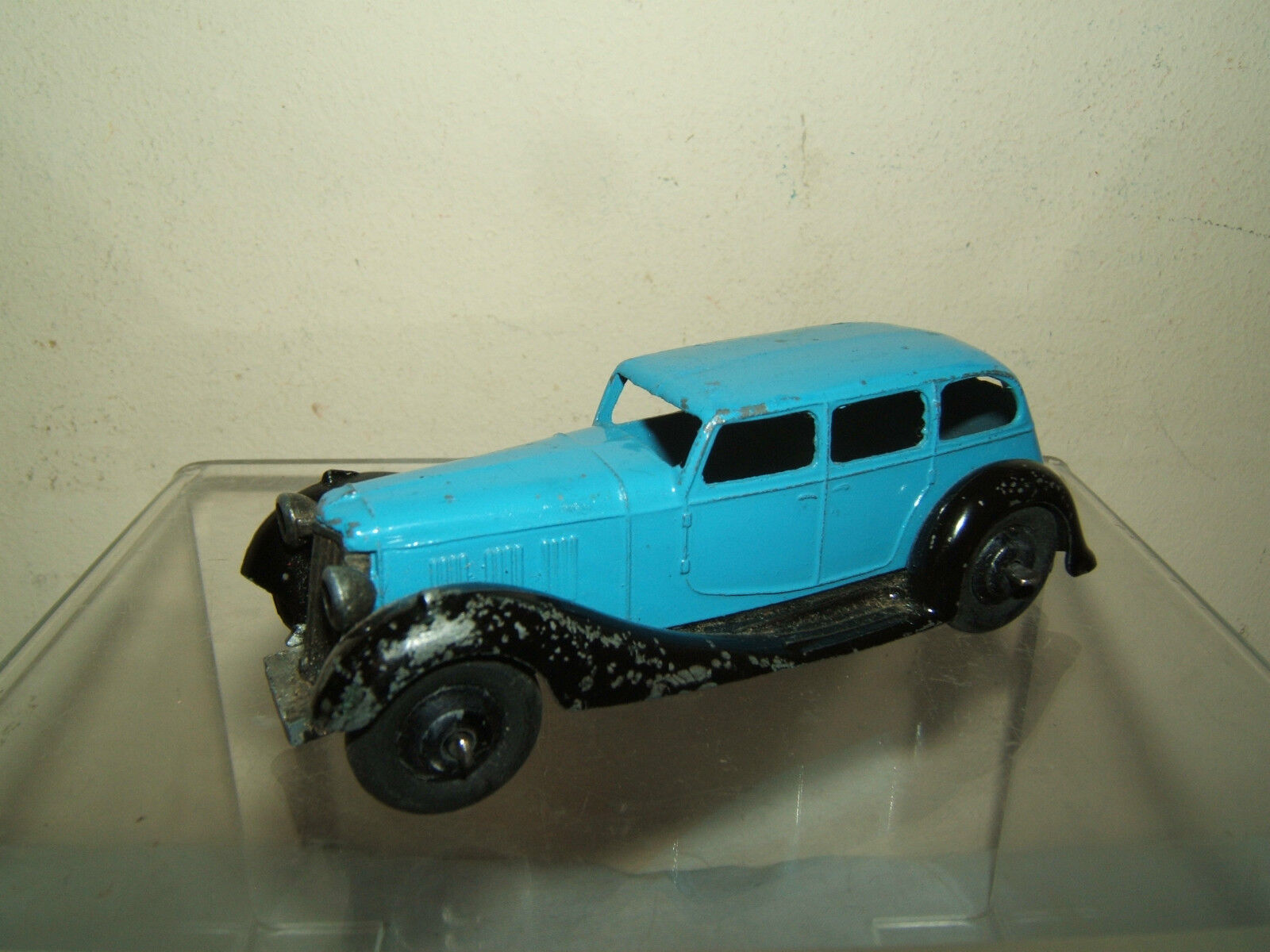 VINTAGE DINKY TOYS MODEL No.36a No.36a No.36a ARMSTRONG SIDDELEY  SALOON ( light bluee Version 5c6518