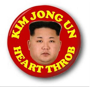 KIM-Jon-ONU-Corazon-Throb-2-5cm-25mm-Boton-Insignia-ORIGINAL-NORTE-COREA