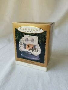 Hallmark-Keepsake-Ornament-White-Christmas-Magic