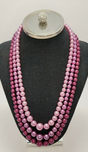 VINTAGE TRIPLE STRAND Faux PEARL BEAD NECKLACE dec