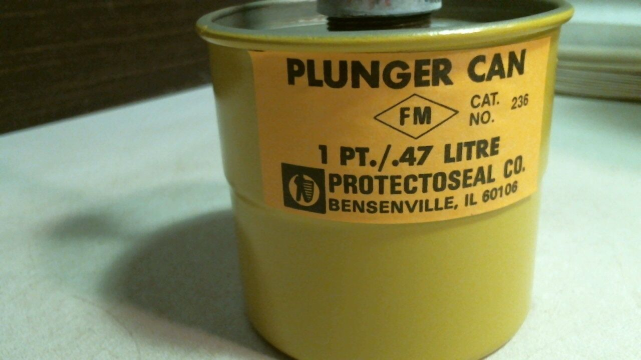 1 PT // .47 Litre  New Old Stock No No Box/< Protectoseal Cat 236 Plunger Can