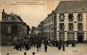 CPA PLOUARET - L'Avenue de la Gare et le Restaurant (994913)