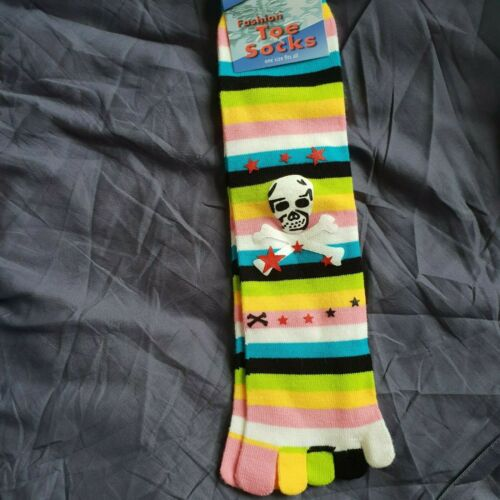 Flirt colourful striped Toe Socks with skulls theme