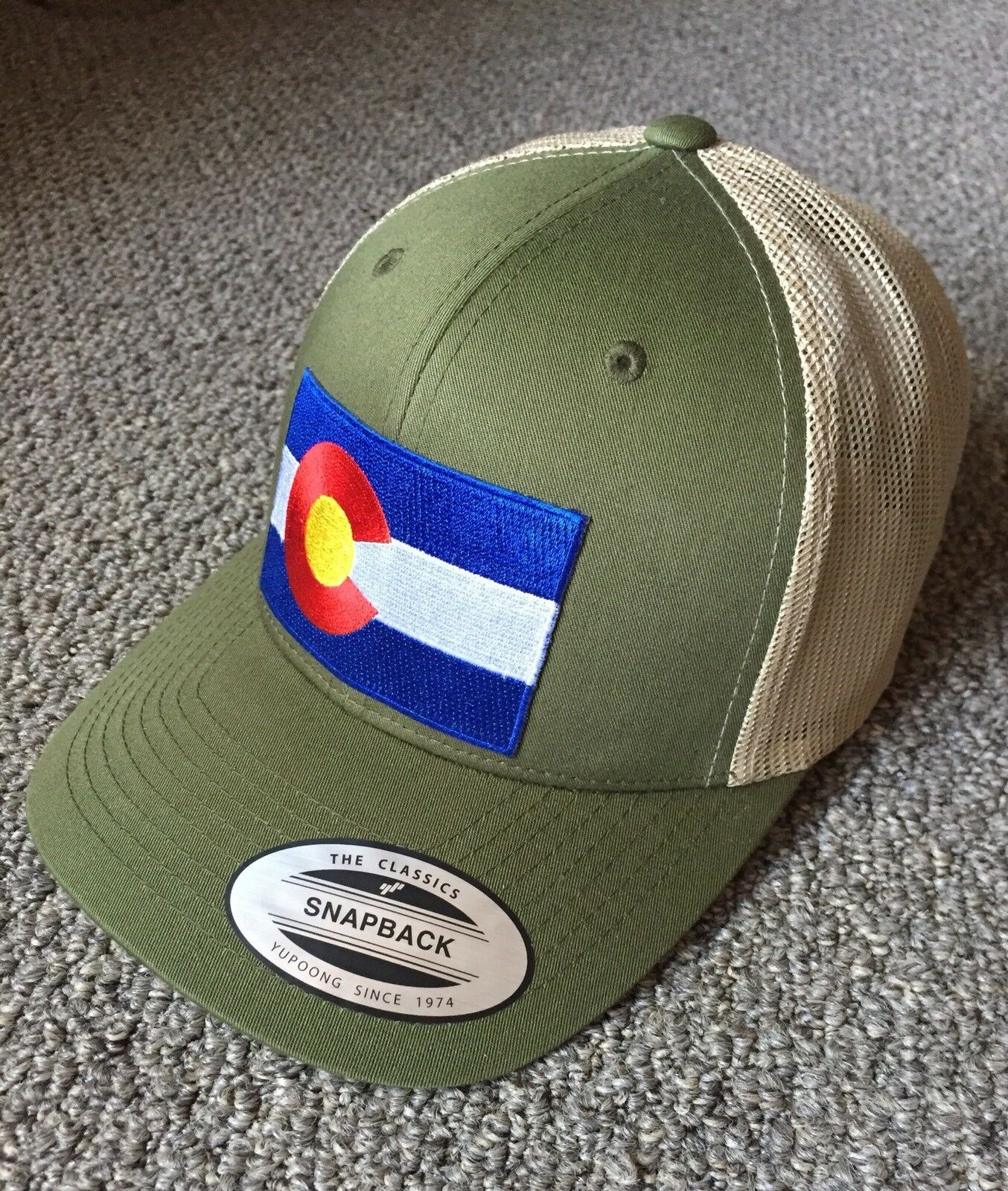State of Colorado Flag Hat SnapBack Trucker Mesh Cap Cap Cap Made in the USAMoss/Khaki 1723bd