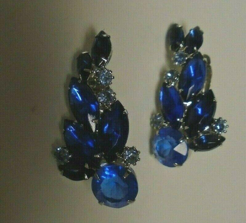 Vtg crescent shaped sapphire color clip earrings - image 2