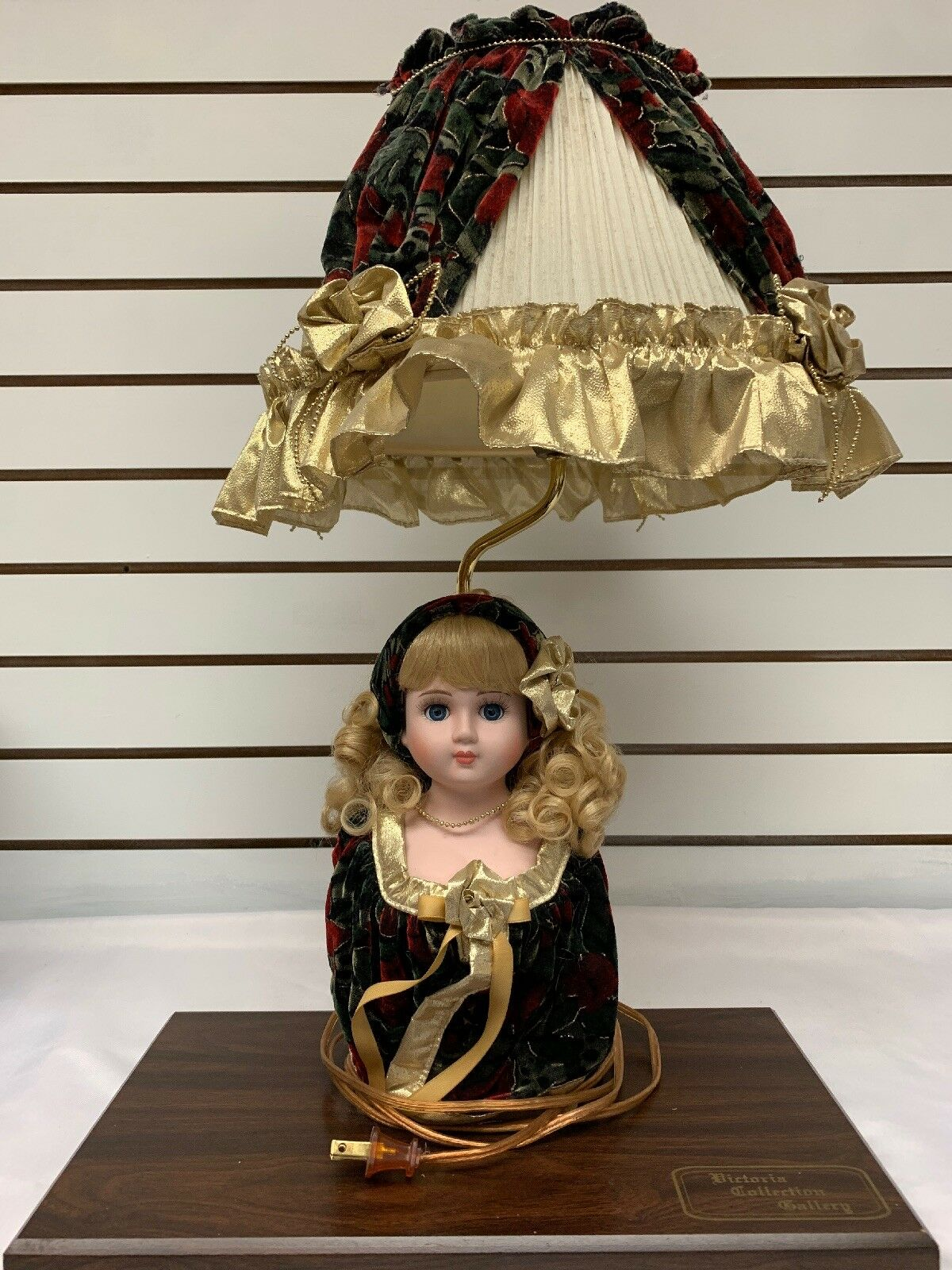 Victorian Collection Gtuttiery  bambola Lamp Rare Item  i nuovi marchi outlet online