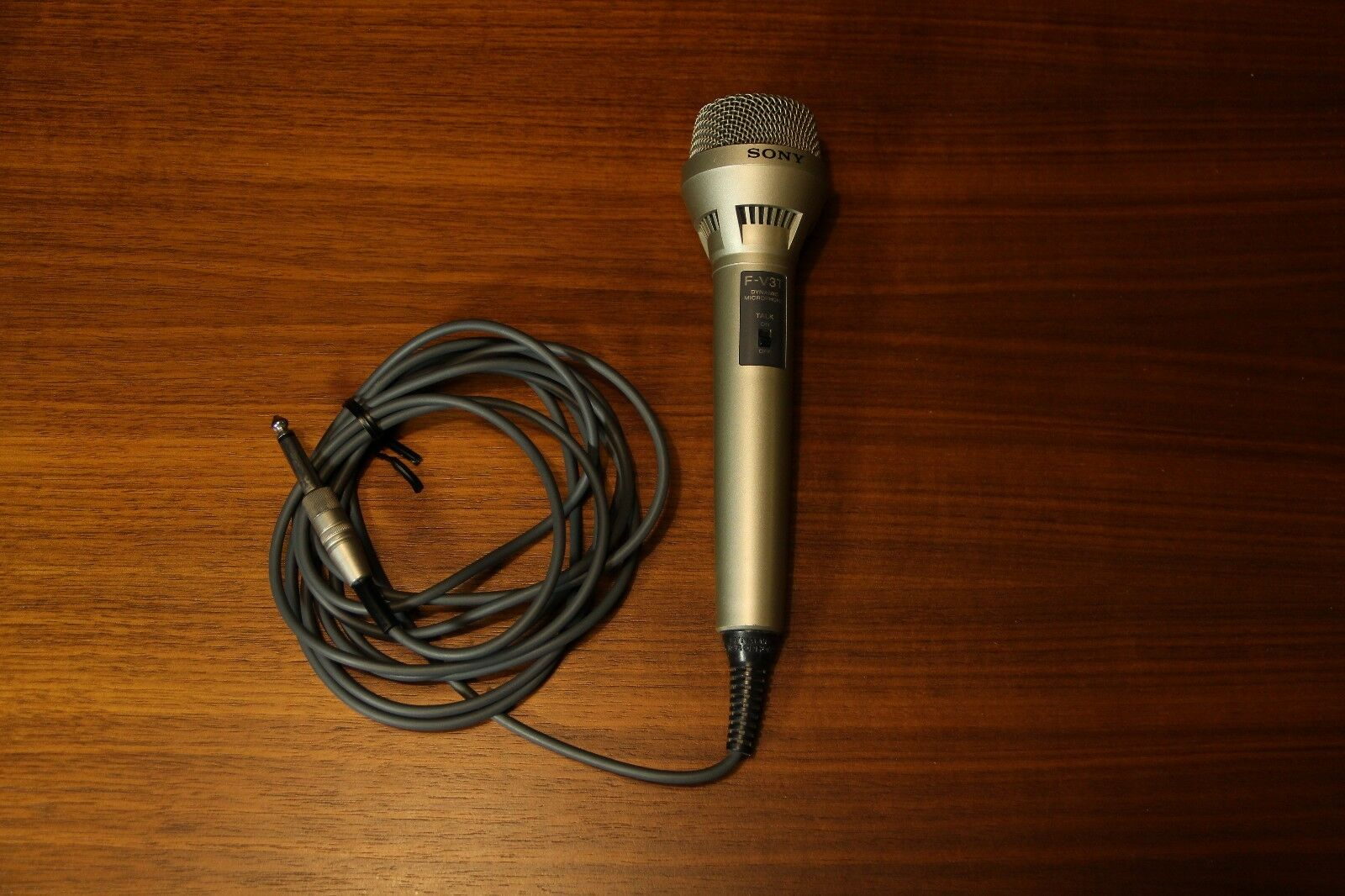 Sony F-V3T Dynamic Microphone with tally on off switch - tested and working