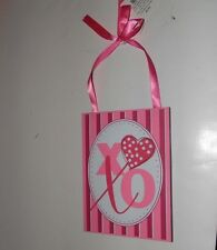 PINK & WHITE WOOD XO HUGS & KISSES HEART VALENTINE'S DAY SIGN DECORATION
