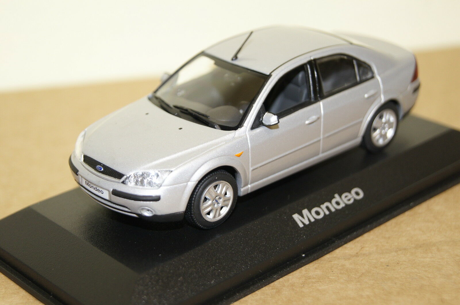 Ford Mondeo silver 1 43 Ford  Minichamps neu + OVP