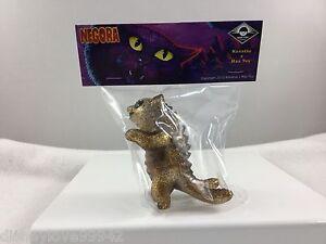 Max-Toy-Co-vinyl-Clear-GOLD-Glitter-Kaiju-Negora-CAT-Mark-Nagata-3-75-034-NIP