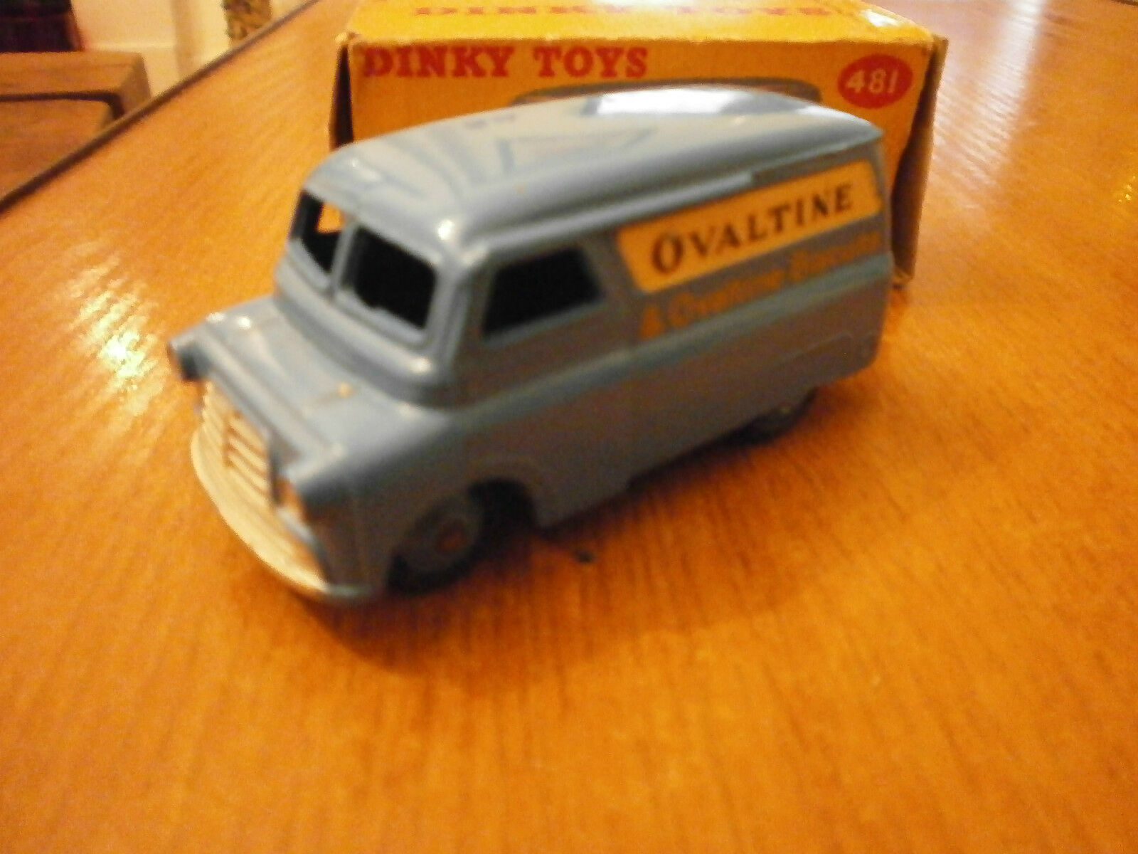 Dinky Toys No 481  Bedford 10 Cwt Van with Ovaltine Decals  connotation de luxe discret