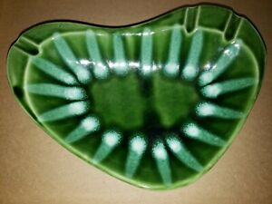 VTG-MID-Century-Ceramic-Boomerang-Atomic-Ashtray-signed-034-Hull-034-52-USA-TRIPOD
