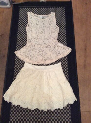 2 Piece tenueCream Lace Peplum Top XS hiérarchisée skirt UK 8 afficher le titre d'origine