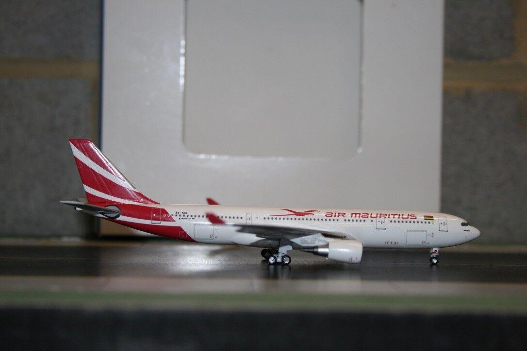 Aeroclassics 1 400 Air Mauritius Airbus A330-200 3B-NBL (AC3BNBL) Model Plane