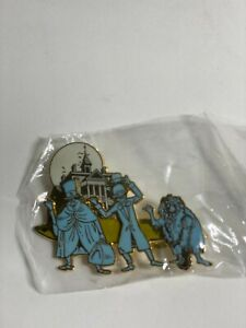 Disney 7882 DLR Cast Member Haunted Mansion Hitchhiking Ghosts Swivel Pin