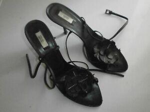 ca02a4c9d9 Dettagli su Scarpe Sandali PRADA donna pelle nero n. 38.5 con decoro fiore