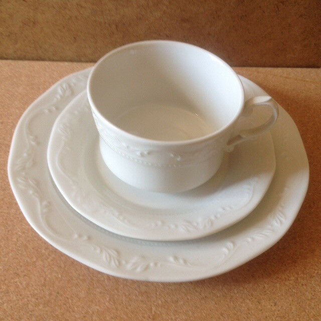 Huguenot Royale set of Tea cups, Saucers and cake/sandwich plates