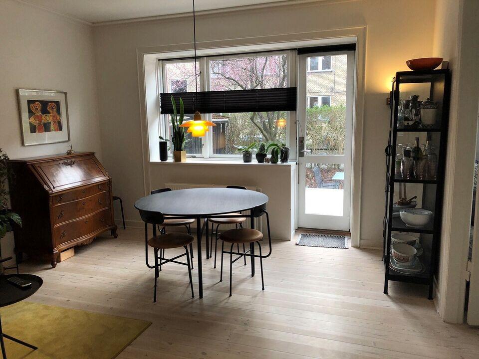 Spisebord m/stole, Sort eg og stål og cognacfarvet læder,