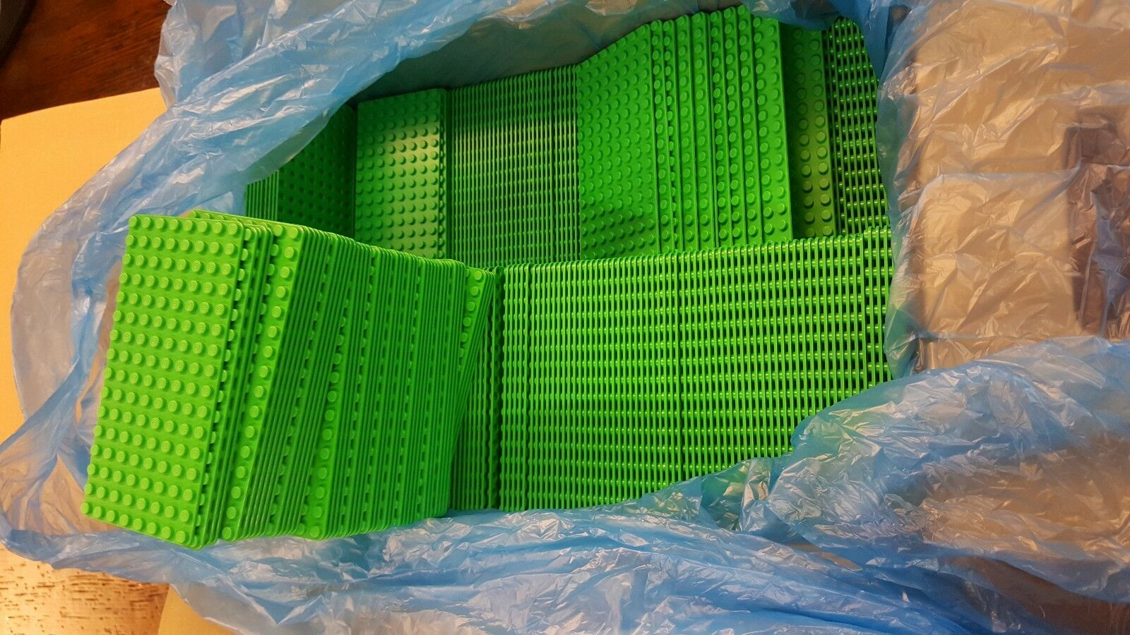 Genuine LEGO Base Plate 8x16  Minicifra - LOT of 200 - BRIGHT verde Thin - nuovo  costo effettivo