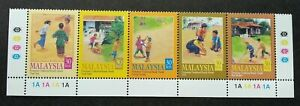 SJ-Children-039-s-Traditional-Games-I-Malaysia-2000-Kites-Outdoor-stamp-color-MNH