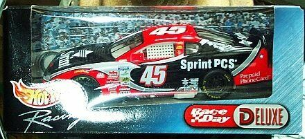 Hot Wheels Racing Nascar Sprint  45 Deluxe 1:24 Scale Diecast Model Car