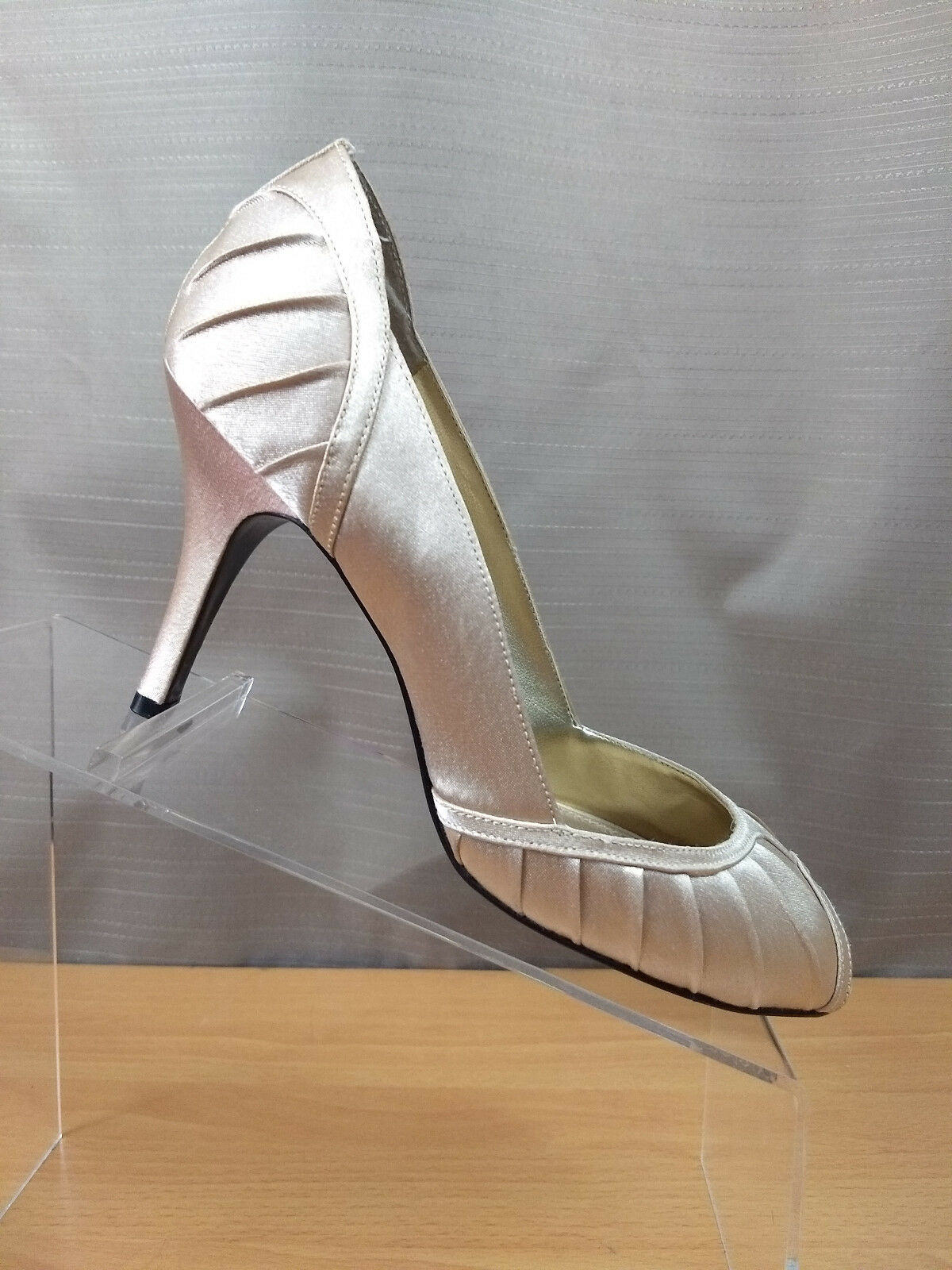 Nina New York Falana Pleated Peep Toe shoes Dyeable Heels Pumps Size 8M