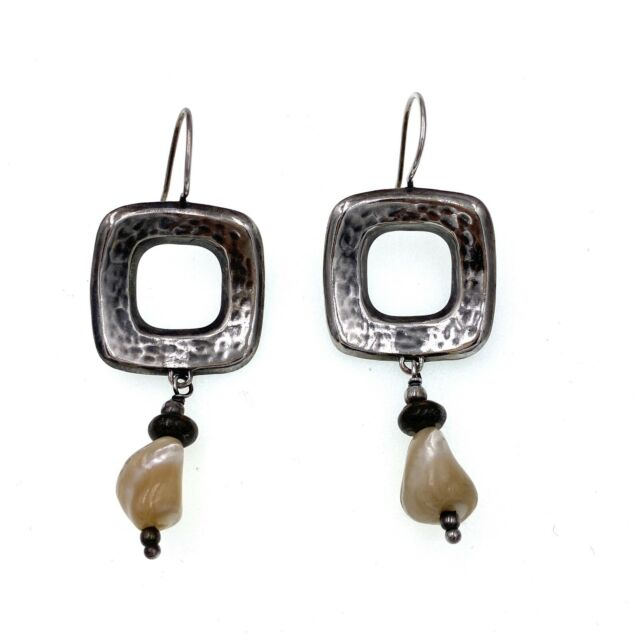 Silpada ~ Hip To Be Square ~ Earrings Hammered Sterling Silver with MOP Beads