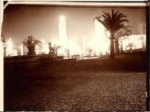 Snapshot-exposition-coloniale-1931-Temple-Angkor-Indochine-statue-de-lion-nuit