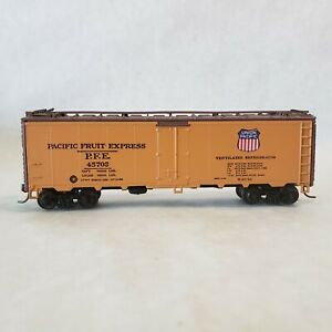 HO-Scale-Pacific-Fruit-Express-40-039-Refrigerator-Car-45702-by-Athearn