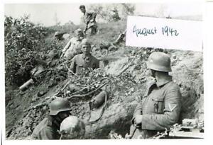 WW-2-Russland-Feldzug-am-18-08-im-Schuetzengraben-bei-Shelezmica-26-Inf-Div