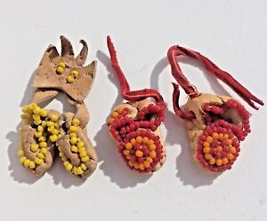 2-Pair-Vintage-Miniature-Beaded-Moccasins-Leather-Shoes-Handmade-yellow-and-red