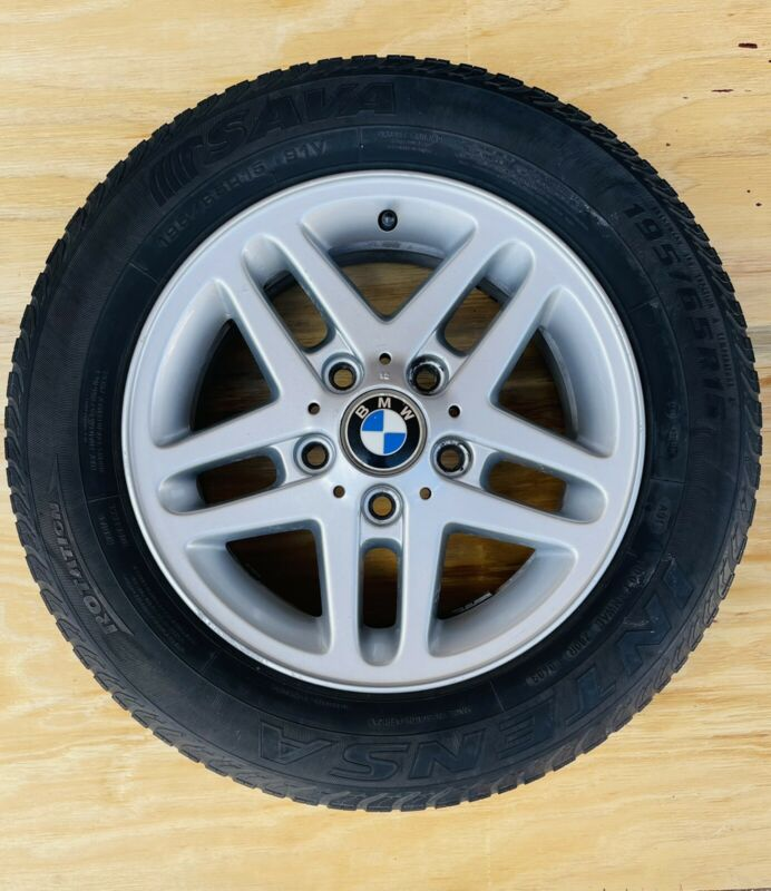 BMW RIM AND TYRE WITH CENTRE CAP R450